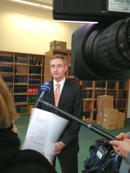 Dietmar Wolff beim Interview für die tagesschau vom 20.12.2013